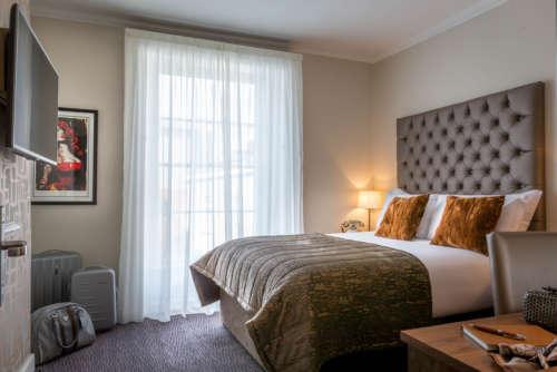 Bedroom 260 10
